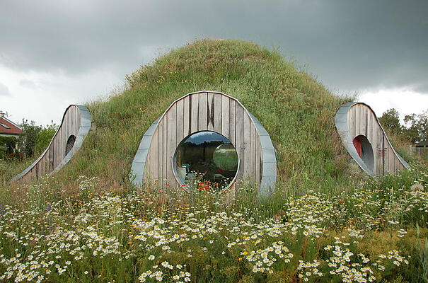 A modern day Hobbit house_Experimental construction of straw dome in SENEC Slovakia